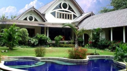 Tropical 4 bedroom villa in quiet area of Canggu