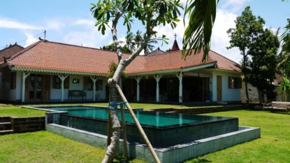 3 Bedroom villa with rice field view in Canggu