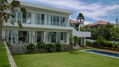 4 bedroom villa with lush garden in Jimbaran area