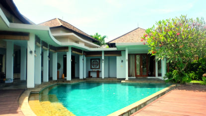Stunning 4 bedroom villa with rice field view in Canggu area