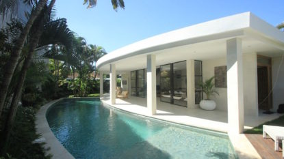 4 bedroom villa modern in Seminyak