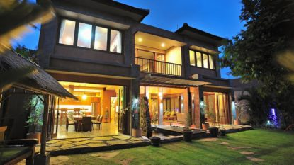 Freehold Beach side villa in top Sanur location