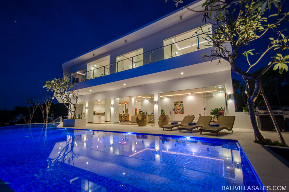 Massive Luxury Villa with spectacular views!