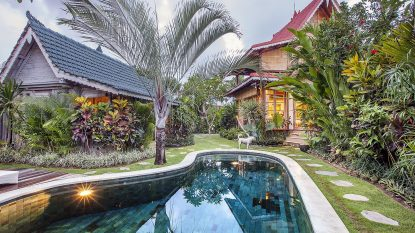 Romantic 2 bedroom villa in Canggu walking distance to beach