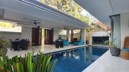 3 bedroom villa walking distance to the beach in Seminyak