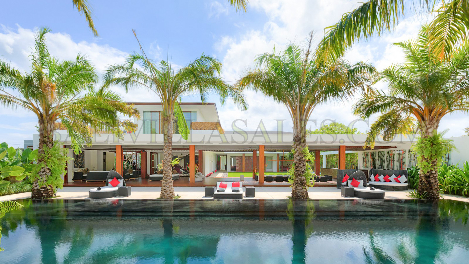 SUPER LUXURY VILLA NEAR THE BEACH