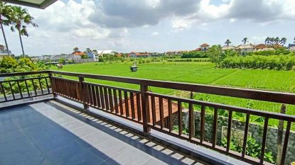 4 bedroom villa for sale freehold in Batubelig with rice field view