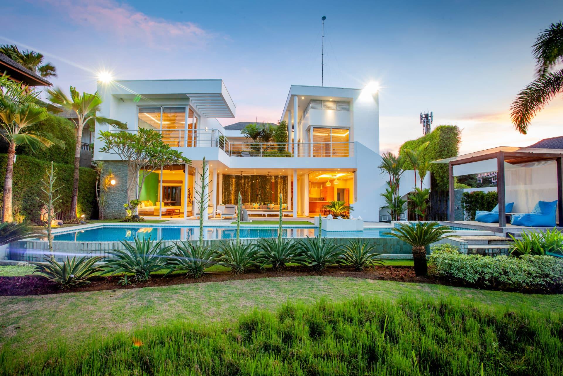 Modern 4 bedroom villa overlooking New kuta Golf course