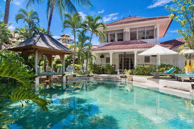 Petitenget 5 bedroom villa walking distance to beach
