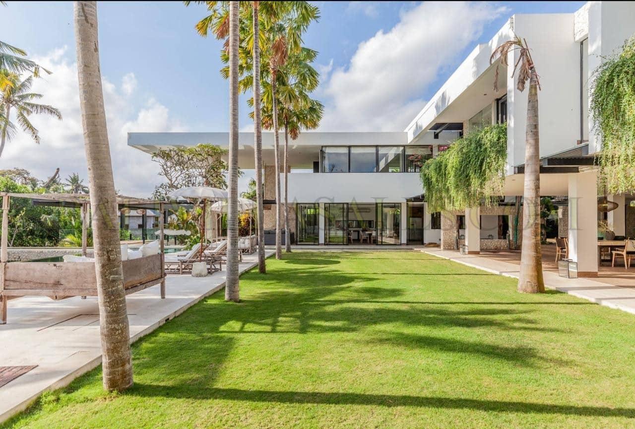 Luxurious 7 bedroom Estate – North Pererenan.